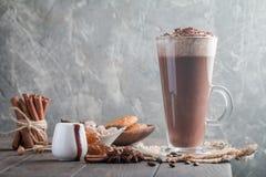 γυαλί καφέ latte ψηλό στοκ εικόνες με δικαίωμα ελεύθερης χρήσης