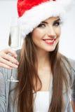 Γυαλί κρασιού λαβής πορτρέτου γυναικών καπέλων Santa Χριστουγέννων Στοκ Εικόνες