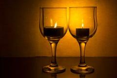 Γυαλί κρασιού με ένα κερί Στοκ φωτογραφία με δικαίωμα ελεύθερης χρήσης