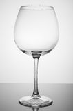 Γυαλί κρασιού στο άσπρο υπόβαθρο Στοκ εικόνα με δικαίωμα ελεύθερης χρήσης