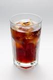 Γυαλί με ένα ποτήρι του ρουμιού κοκ, κύβοι πάγου cocktai Στοκ Φωτογραφίες