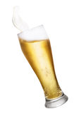 Γυαλί με τον παφλασμό μπύρας Στοκ Φωτογραφίες
