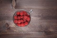 Γυαλί που γεμίζουν με ένα σμέουρο Στοκ φωτογραφία με δικαίωμα ελεύθερης χρήσης