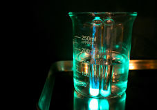 Γυαλί σε ένα χημικό εργαστήριο, χημική απεικόνιση φωτογραφιών επιστήμης Στοκ Εικόνες