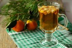 Γυαλί της διάτρησης και tangerine Χριστουγέννων Στοκ εικόνες με δικαίωμα ελεύθερης χρήσης