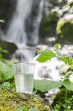 Γυαλί του πόσιμου νερού, εκλεκτική εστίαση, ρηχό διαμέρισμα του τομέα Στοκ φωτογραφία με δικαίωμα ελεύθερης χρήσης