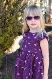 Γυαλιά ηλίου διαμόρφωσης νέων κοριτσιών Στοκ εικόνα με δικαίωμα ελεύθερης χρήσης