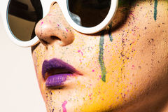 γυαλιά ηλίου που φορούν & Στοκ Εικόνα