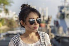 γυαλιά ηλίου που φορούν & Στοκ εικόνα με δικαίωμα ελεύθερης χρήσης