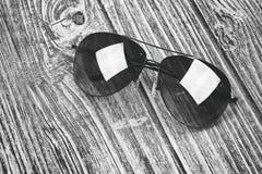 Γυαλιά ηλίου, σύγχρονα γυαλιά Στοκ Φωτογραφίες