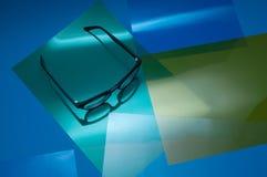 Γυαλιά διορθώσεων στο ζωηρόχρωμο υπόβαθρο Στοκ Φωτογραφία