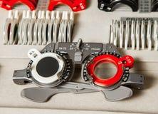 Γυαλιά και διορθωτικός οφθαλμολόγος φακών στο σύνολο στοκ φωτογραφία με δικαίωμα ελεύθερης χρήσης