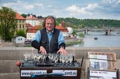 Γυαλιά κρασιού παιχνιδιών μουσικών οδών Στοκ Εικόνες