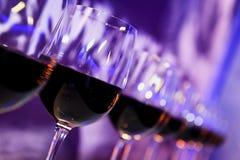Γυαλιά κόκκινου κρασιού νυχτερινών κέντρων διασκέδασης Στοκ Εικόνες