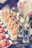 Γυαλιά με τα πρόχειρα φαγητά θαλασσινών, τονισμένη εικόνα Στοκ Εικόνα