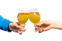 Γυαλιά μπύρας Clinking Στοκ Εικόνες