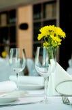 Γυαλιά που τίθενται κενά στο εστιατόριο Στοκ Φωτογραφία