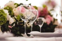 Γυαλιά που τίθενται κενά στο εστιατόριο Στοκ εικόνες με δικαίωμα ελεύθερης χρήσης
