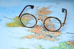 Γυαλιά σε έναν χάρτη της Ευρώπης - του Δουβλίνου Στοκ Εικόνες