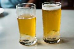 γυαλιά δύο μπύρας Στοκ εικόνα με δικαίωμα ελεύθερης χρήσης