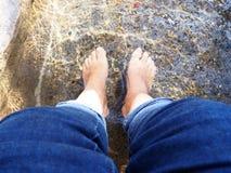 Γυμνά πόδια χαλάρωσης Στοκ Εικόνα