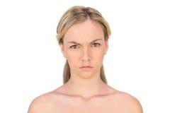 Γυμνή ξανθή τοποθέτηση συνοφρυώματος Στοκ Φωτογραφίες