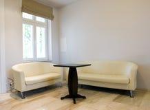 γυμνή συνεδρίαση δωματίων Στοκ Εικόνες