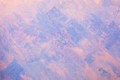 Γυμνή υποβάθρου τοίχων ασβεστοκονιάματος μπλε και ρόδινης ταπετσαρία, Στοκ Φωτογραφίες