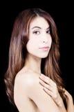 Γυμνή ώμων γυναίκα του Λατίνα πορτρέτου μεμβρανοειδής ελκυστική στοκ εικόνες με δικαίωμα ελεύθερης χρήσης