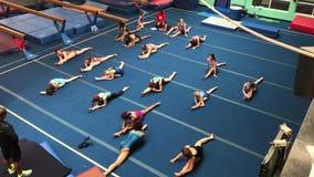 Γυμναστική κοριτσιών στις αποβάθρες της Chelsea απόθεμα βίντεο
