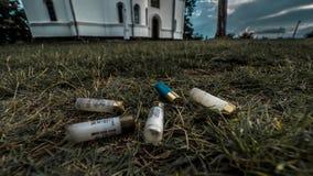 Γυμνοσάλιαγκες κυνηγετικών όπλων κοντά στα σύνορα Κοσόβου στη Σερβία με το δραματικό τονισμό στοκ φωτογραφία με δικαίωμα ελεύθερης χρήσης