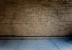 γυμνό συγκεκριμένο δωμάτιο grunge Στοκ φωτογραφία με δικαίωμα ελεύθερης χρήσης