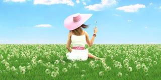 Γυναίκα άνοιξη με ένα καπέλο τρισδιάστατη απόδοση ελεύθερη απεικόνιση δικαιώματος