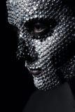 Γυναίκα έννοιας με το ασημένιο πρόσωπο κρανίων Στοκ φωτογραφία με δικαίωμα ελεύθερης χρήσης