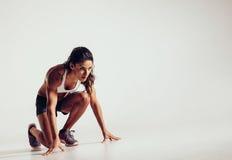Γυναίκα έτοιμη για ένα τρέξιμο Στοκ φωτογραφία με δικαίωμα ελεύθερης χρήσης