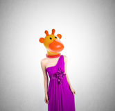 Γυναίκα ή διευθυνμένη Giraffe γυναίκα με την έννοια σε ένα υπόβαθρο Στοκ Φωτογραφία
