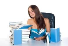 γυναίκα ανάγνωσης βιβλίω&n στοκ εικόνες με δικαίωμα ελεύθερης χρήσης