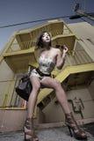 Γυναίκα από μια σκάλα Στοκ εικόνα με δικαίωμα ελεύθερης χρήσης