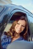 Γυναίκα αυτοκινήτων στο οδικό ταξίδι Στοκ Εικόνες