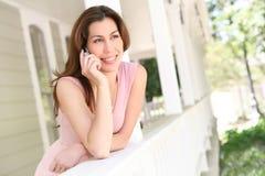 γυναίκα βασικών τηλεφώνων Στοκ φωτογραφία με δικαίωμα ελεύθερης χρήσης