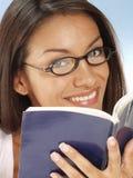 γυναίκα βιβλίων Στοκ φωτογραφία με δικαίωμα ελεύθερης χρήσης