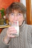 γυναίκα γάλακτος γυαλιού Στοκ Εικόνες