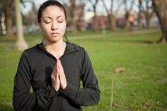 Γυναίκα γιόγκας Meditating Στοκ φωτογραφίες με δικαίωμα ελεύθερης χρήσης