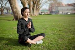 Γυναίκα γιόγκας Meditating Στοκ Φωτογραφία