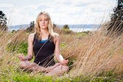 Γυναίκα γιόγκας Meditating Στοκ Εικόνες