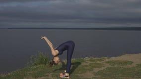 Γυναίκα γιόγκας sportswear, ενεργειακή συγκέντρωση φιλμ μικρού μήκους