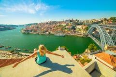 Γυναίκα ελευθερίας στον ποταμό Douro Στοκ Εικόνες