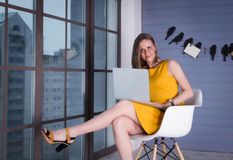 γυναίκα επιχειρησιακών lap-top Στοκ εικόνα με δικαίωμα ελεύθερης χρήσης