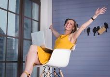 γυναίκα επιχειρησιακών lap-top Στοκ Φωτογραφία