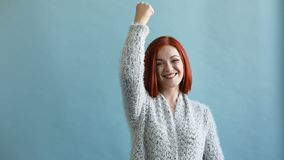 Γυναίκα ευτυχίας Χαρούμενη συγκίνηση απόθεμα βίντεο